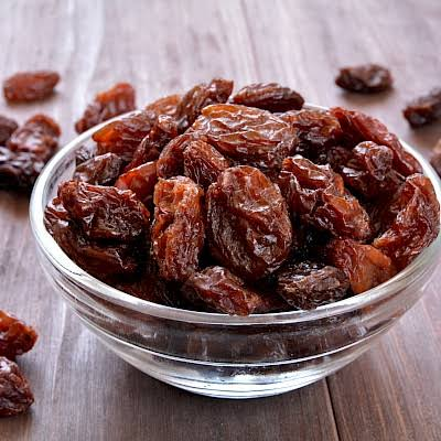 8 Benefits Of Eating Raisins